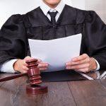 שופט שיושב בדין